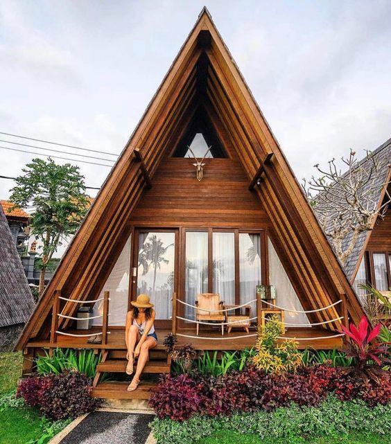 Những ngôi nhà với thiết kế theo hình lăng trụ tam giác
