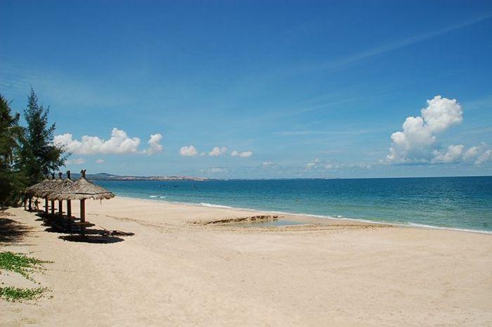 Mũi Né sở hữu những bờ cát trắng trải dài