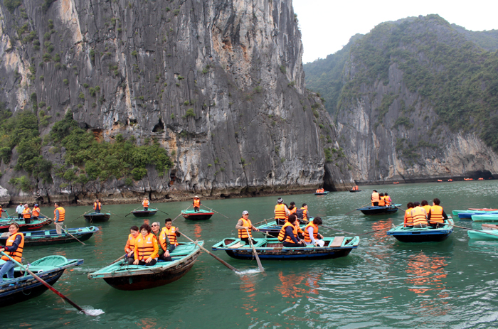 Lượng khách du lịch lớn tăng theo từng năm