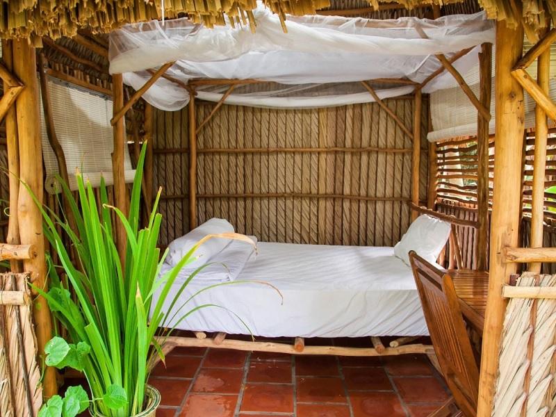 Phòng ngủ được thiết kế theo phong cách dân dã