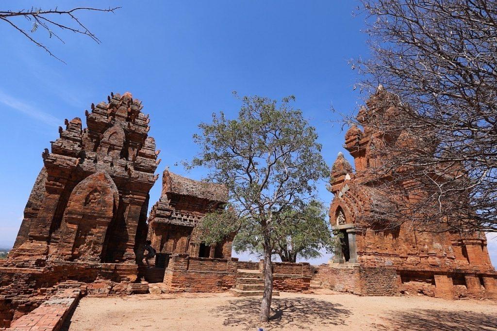 Ninh Thuận nổi tiếng với hệ thống tháp Chăm